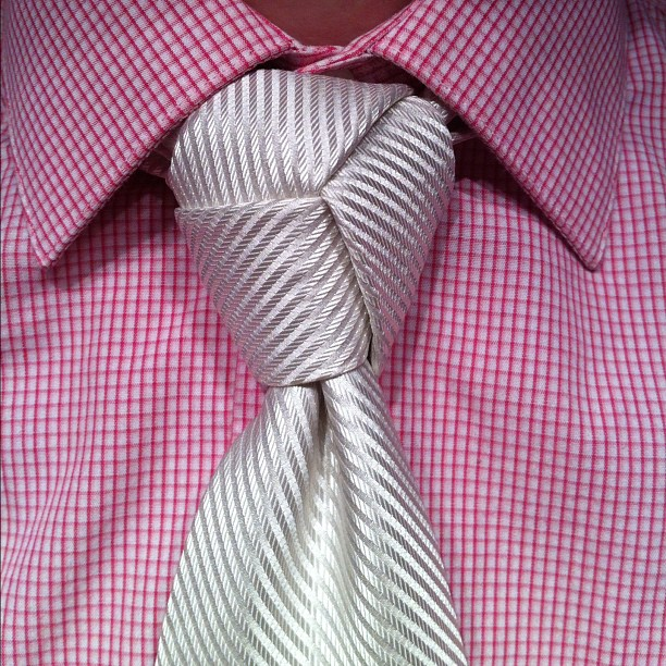 trinity-knot-white